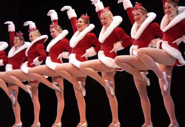 Ngắm những bà già Noel xinh đẹp, quyến rũ nhất thế giới - Ảnh 1.