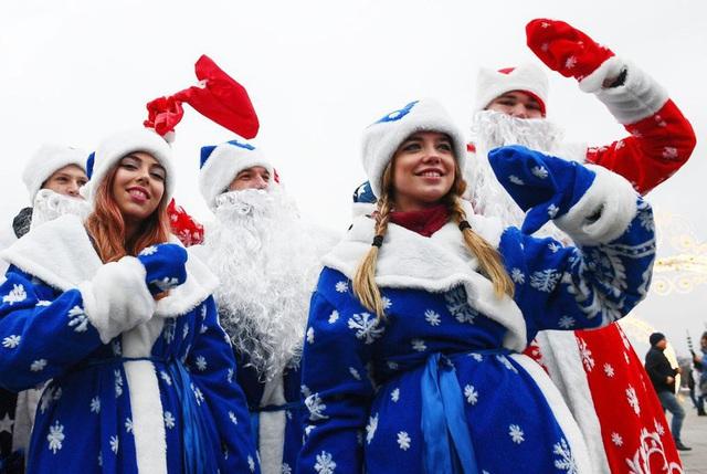 Ngắm những bà già Noel xinh đẹp, quyến rũ nhất thế giới - Ảnh 3.