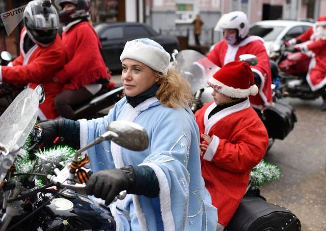 Ngắm những bà già Noel xinh đẹp, quyến rũ nhất thế giới - Ảnh 5.