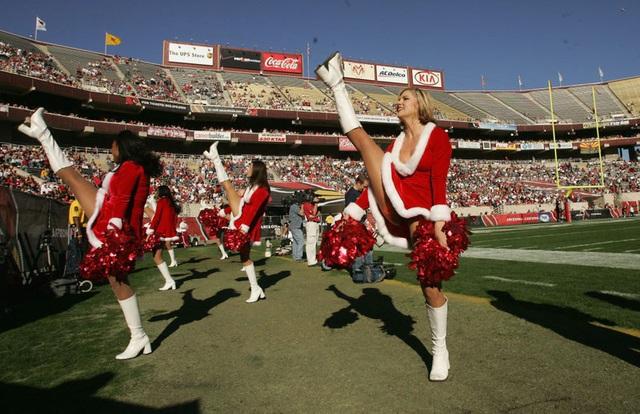 Ngắm những bà già Noel xinh đẹp, quyến rũ nhất thế giới - Ảnh 6.