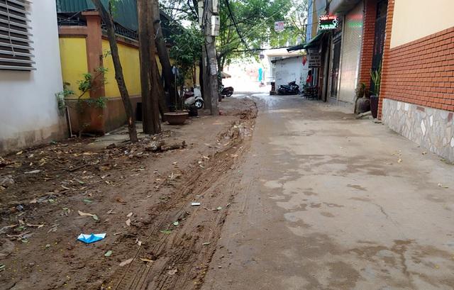 Người dân Thủ đô bức xúc vì đường phố đang đẹp bỗng dưng bị đào xới nhếch nhác dịp cận Tết - Ảnh 12.