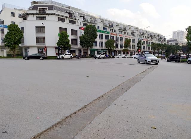Người dân Thủ đô bức xúc vì đường phố đang đẹp bỗng dưng bị đào xới nhếch nhác dịp cận Tết - Ảnh 3.