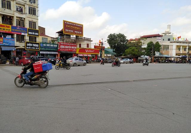 Người dân Thủ đô bức xúc vì đường phố đang đẹp bỗng dưng bị đào xới nhếch nhác dịp cận Tết - Ảnh 4.