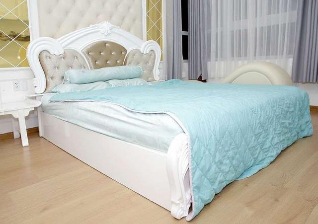 Phi Thanh Vân khoe căn hộ 200 m2 xinh xắn nhưng ai cũng chỉ chú ý đến ghế tình yêu đặt trong phòng ngủ - Ảnh 11.