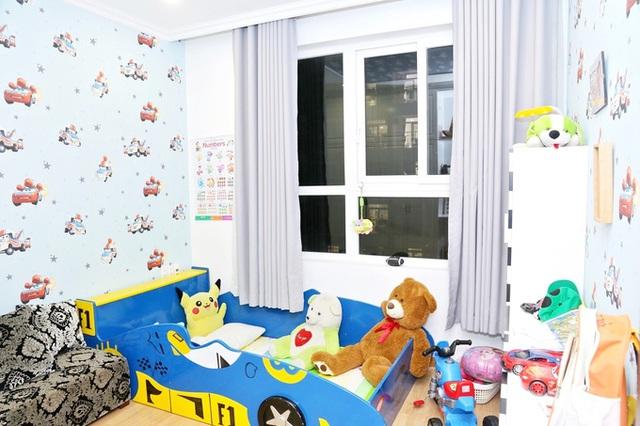 Phi Thanh Vân khoe căn hộ 200 m2 xinh xắn nhưng ai cũng chỉ chú ý đến ghế tình yêu đặt trong phòng ngủ - Ảnh 13.