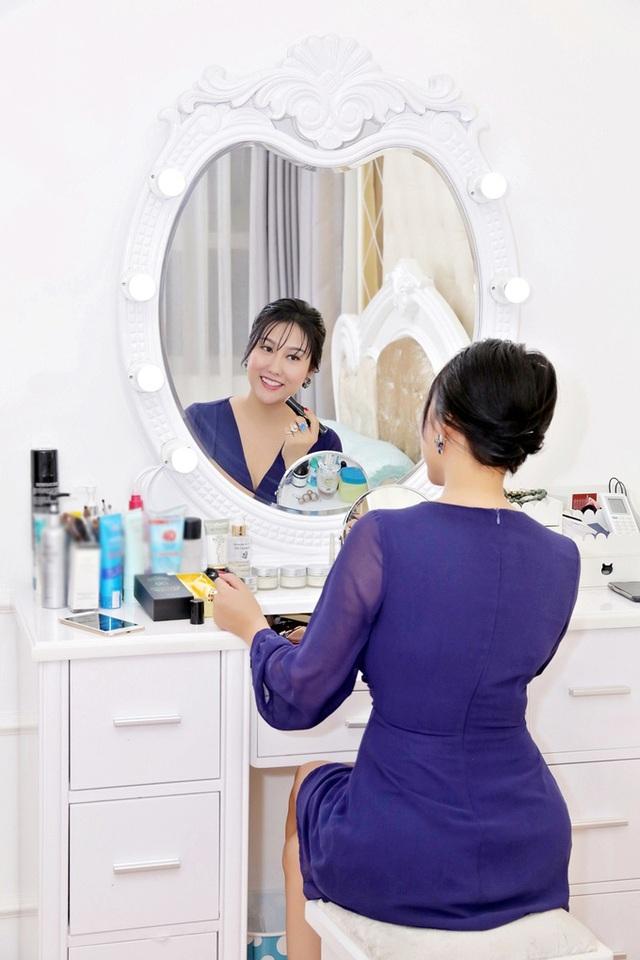 Phi Thanh Vân khoe căn hộ 200 m2 xinh xắn nhưng ai cũng chỉ chú ý đến ghế tình yêu đặt trong phòng ngủ - Ảnh 8.