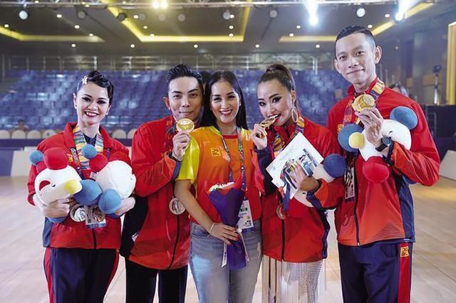 Sự kết hợp lạ lùng của nữ VĐV đã cùng Phan Hiển đạt HCV dancesport - Ảnh 2.