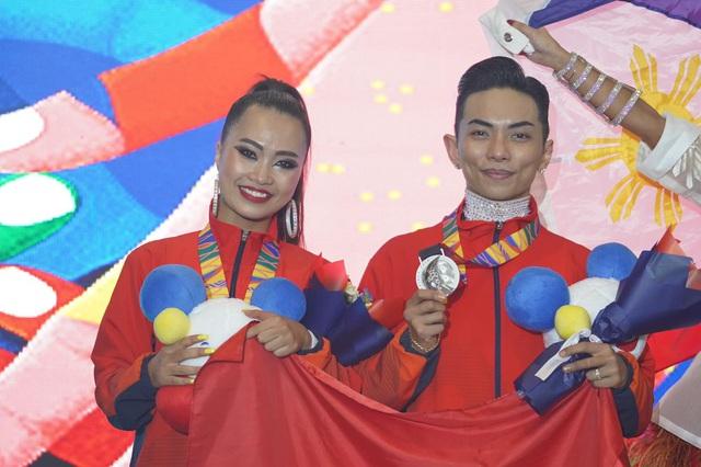 Sự kết hợp lạ lùng của nữ VĐV đã cùng Phan Hiển đạt HCV dancesport - Ảnh 4.