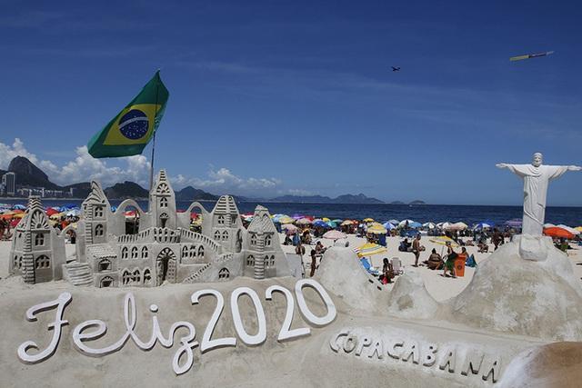 Đã mắt hình ảnh cả thế giới chuẩn bị đón năm mới 2020 - Ảnh 1.