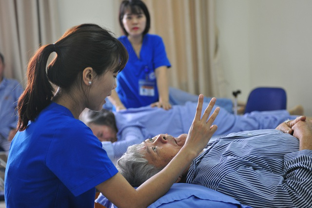 Việt Nam phải có chiến lược dài hạn làm chậm thời gian chuyển đổi từ già hóa dân số sang dân số già - Ảnh 1.
