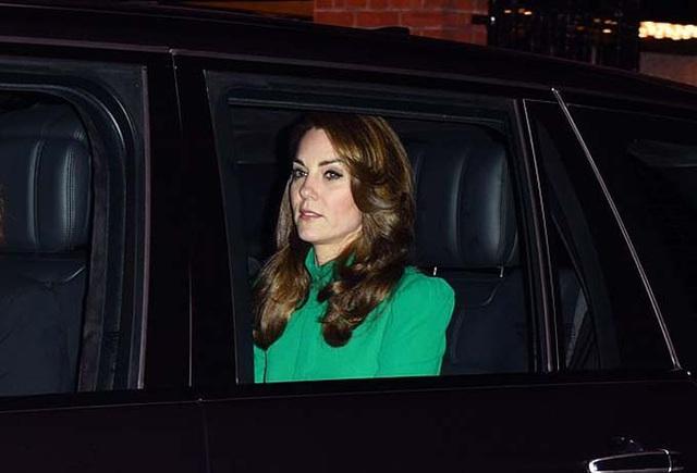 Kate diện váy 1.300 USD đón lãnh đạo thế giới - Ảnh 1.