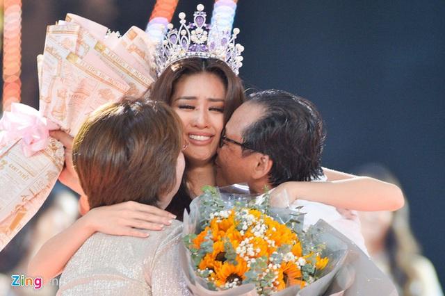 Khánh Vân gây tranh cãi khi là tân Hoa hậu Hoàn vũ Việt Nam  - Ảnh 1.