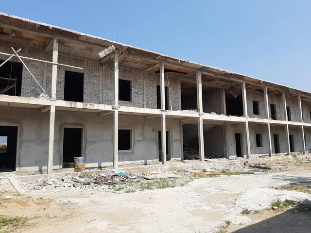 """Huyện Hoằng Hóa (Thanh Hóa): Nhiều dự án trường học khởi công rồi """"đắp chiếu"""" - Ảnh 1."""