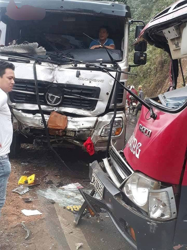 Hiện trường vụ tai nạn giao thông làm nhiều người bị thương.