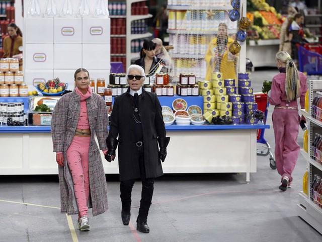 Show diễn Thu/Đông 2014 với bối cảnh trung tâm thương mại của Chanel được các tín đồ thời trang yêu thích.