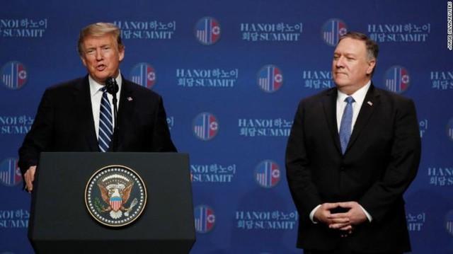 Tổng thống Mỹ Donald Trump và Ngoại trưởng Mike Pompeo trả lời họp báo. Ảnh: CNN