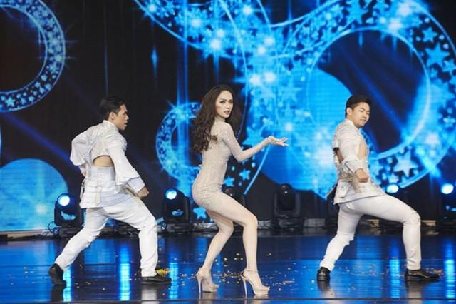 Hương Giang trong phần thi tài năng 2018