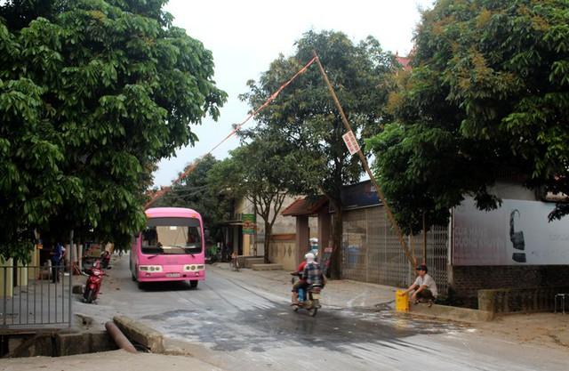 Chốt kiểm dịch tạm thời dịch bệnh tại khu vực đầu đập Bói, xã Tân Hương (huyện Ninh Giang). Ảnh: Đ.Tùy