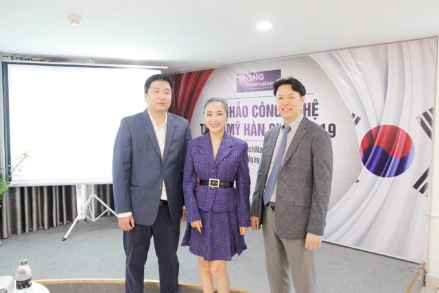 Tham dự buổi hội thảo có các chuyên gia nổi tiếng như bác sĩ Bích Na, bác sĩ Trần Nguyên Giáp, bác sĩ Suhk Jeonghoon
