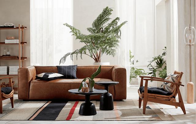 Ghế phòng chờ Noelie Rattan với chất liệu mây giản dị cung cấp chỗ ngồi thân thiện khi bạn mời khách (Ảnh: CB2).