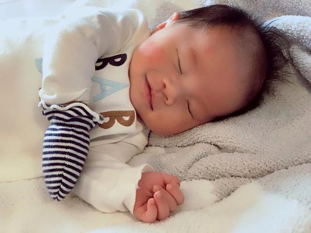 Ngày 1/11/2018, con trai đầu lòng của Victor Vũ và Đinh Ngọc Diệp chào đời. Cậu bé được đặt tên là Landon Vũ Đông Quân. Trong suốt 9 tháng mang thai, Đinh Ngọc Diệp luôn hạnh phúc vì được chồng quan tâm, chăm sóc chu đáo.