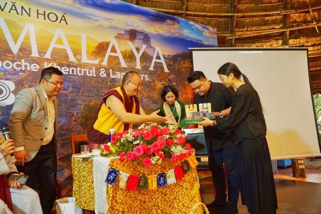 Đức Shar Riponche Khentrul - người được coi là Bậc thầy của Mật điển Kalachakra - Tây Tạng tìm hiểu về Bột Ngũ Linh Thần Mộc