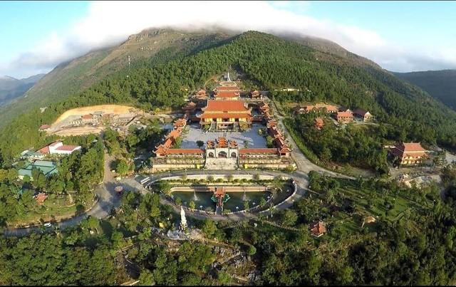 Cảnh quan của chùa Ba Vàng. Ảnh tư liệu