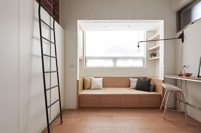 Do kinh phí không cho phép để chủ nhà có thể sở hữu những căn hộ lớn. Cô đã quyết định cải tạo và xây dựng một căn hộ nhỏ với gác xép và các khu vực sử dụng cơ bản.