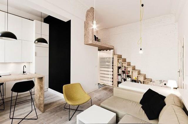 Với thiết kế này, các không gian riêng tư và không gian sinh hoạt được ngăn cách rất rõ ràng. Phòng ăn và phòng khách được kết hợp thành một phòng còn phòng ngủ sẽ được đặt ở gác lửng.