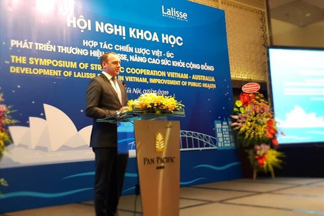Tham tán thương mại, Đại sứ quán Australia tại Việt Nam cho biết: Australia hiện là đối tác thương mại đứng thứ 8 của Việt Nam