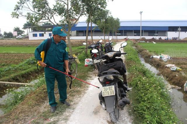 Lập chốt kiểm soát tạm thời, phun tiêu độc khử trùng các phương tiện sau khi vào khu vực có dịch bệnh tả lợn châu Phi