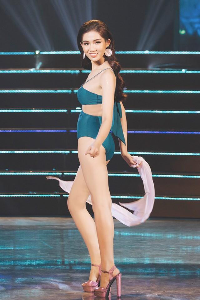 Phần thi trang phục áo tắm Nhật Hà bị đánh giá lộ nhiều nhược điểm cơ thể