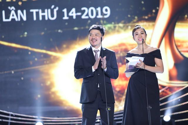Ông Lê Xuân Thành- Tổng biên tập Báo Thể thao và Văn hóa (TTXVN) đồng thời là Trưởng BTC Lễ trao giải Âm nhạc Cống hiến 14 - 2019 và đại diện nhà tài trợ công bố giải thưởng của ca sĩ Hà Anh Tuấn