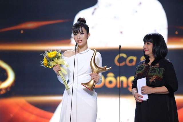 Ca sĩ của năm: Đông Nhi