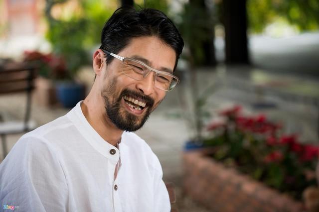 Johnny Trí Nguyễn phong trần và khác lạ ở tuổi 45. Anh thâm trầm và kín tiếng hơn.