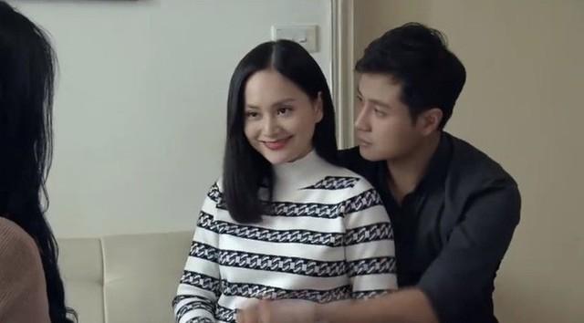 Cảnh Yến chủ động cầm tay Phong vòng qua eo mình trước mặt Vy khiến cô nàng tiểu tam tê tái.