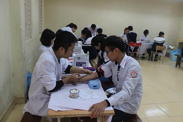 Tầm soát bệnh cho học sinh THPT tại Chương Mỹ, Hà Nội. Ảnh: Minh Hạnh