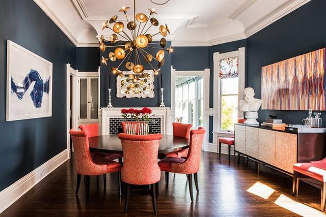 Bộ bàn ăn hình tròn cũng là một lựa chọn thích hợp để mọi thành viên trong gia đình được gần gũi với nhau hơn.