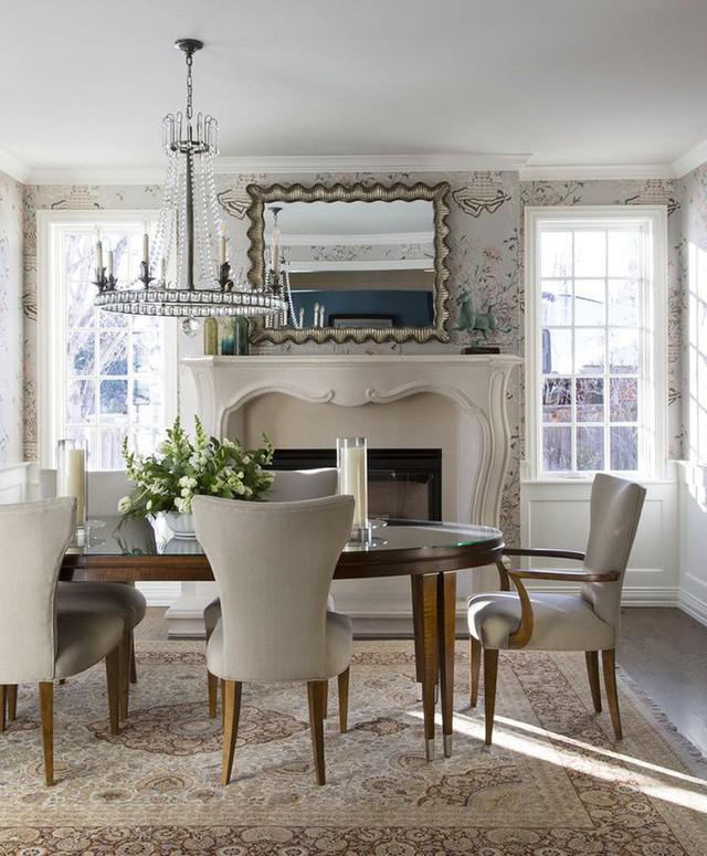 Vậy là không chỉ mang đến cảm giác ấm cúng, thiết kế lò sưởi này còn là điểm nhấn ấn tượng trong mỗi căn phòng ăn gia đình.