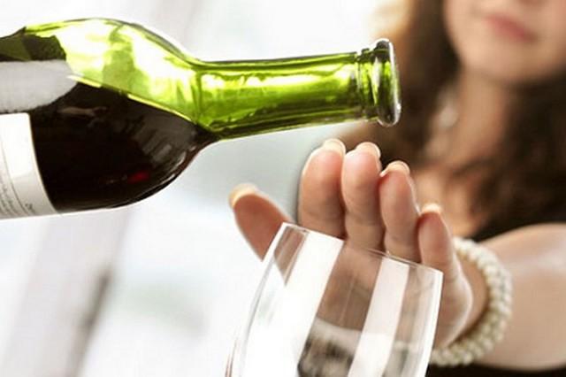 Hạn chế uống rượu bia kiểm soát huyết áp. Ảnh minh hoạ.