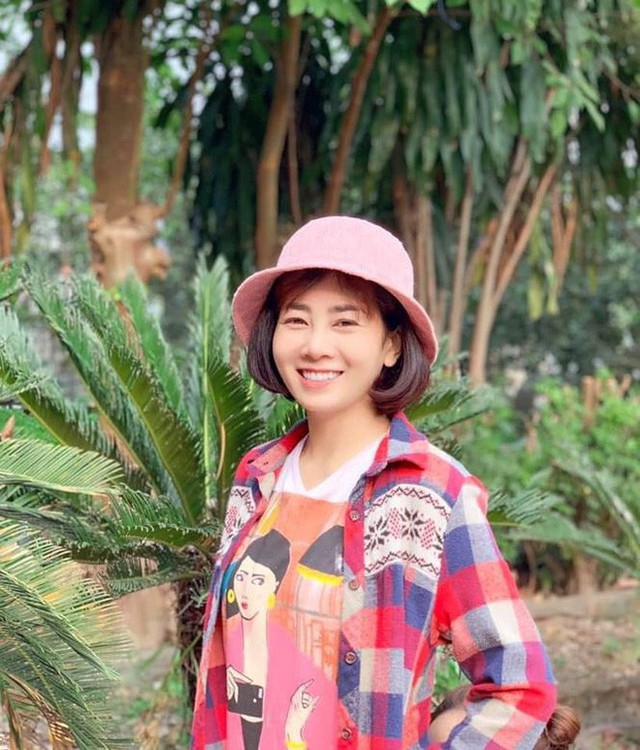 Ngoài việc điều trị, Mai Phương còn cố gắng bán hàng online để kiếm thêm thu nhập hoặc lâu lâu nhận lời tham gia một số sự kiện hay chụp ảnh thời trang mà điều kiện sức khỏe cho phép để đỡ nhớ nghề (Ảnh: FBNV).