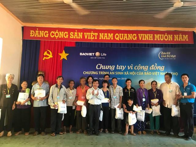 Bảo Việt Nhân thọ tặng 100 suất quà cho các gia đình chính sách và có công với Cách mạng tại tỉnh Bình Phước