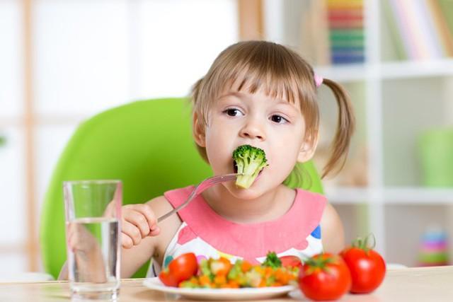 Rau củ cung cấp một lượng vitamin thiết yếu và chất xơ cần thiết cho trẻ nhỏ. Ảnh minh họa