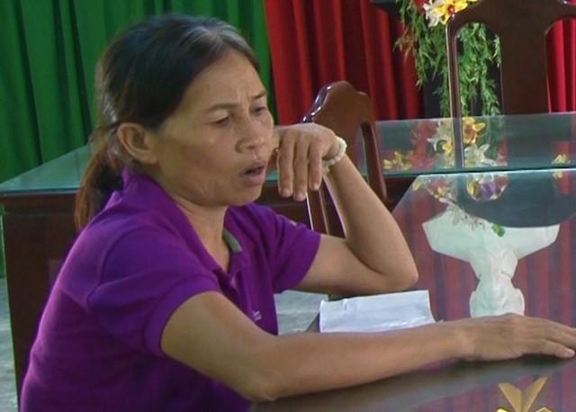 Bà Lê Thị Én tại cơ quan công an.
