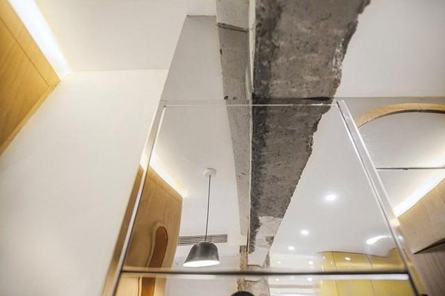 Các tấm gương phản chiếu không gian và một số tính năng thú vị với hình ảnh bê tông lộ ra, những nét gồ ghề…