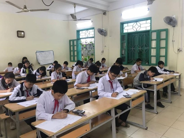 Học sinh khối 9 đang căng mình học ôn cho kỳ thi vượt cấp sắp tới. Ảnh: Diễm My