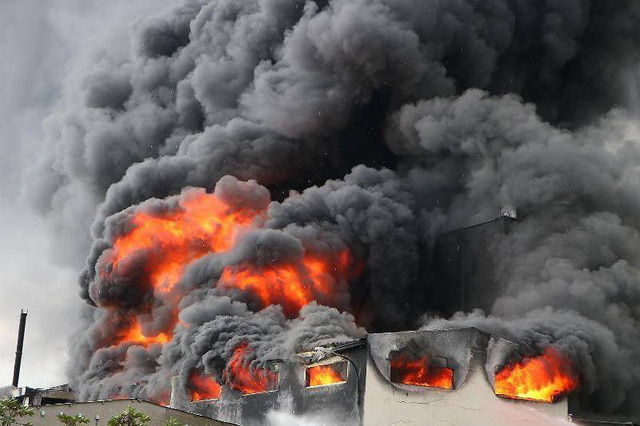 Cháy dữ dội tại công ty sản xuất keo công nghiệp - Ảnh 3.