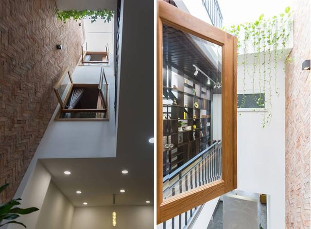 Để tận dụng ánh sáng giếng trời, các phòng đều trổ cửa sổ ra khu vực thông tầng, cũng như hành lang các tầng đều đi qua đây.