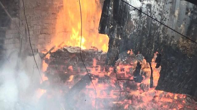 Bình Dương: Nhà xưởng rộng hàng ngàn mét vuông của hai công ty gỗ đổ sập vì hỏa hoạn - Ảnh 3.