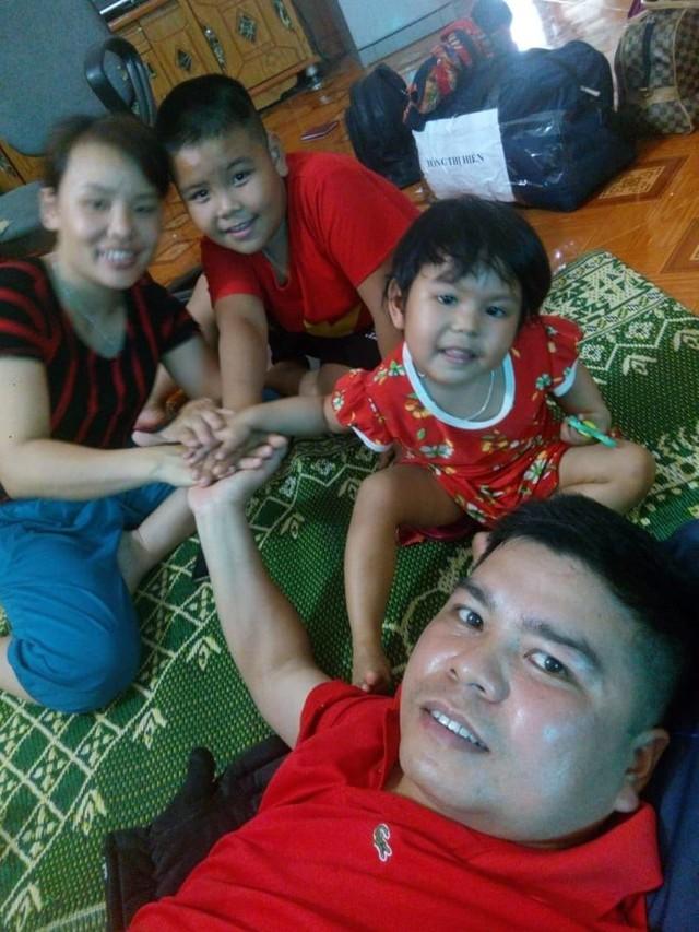 Gia đình đầm ấm của bé Thu Phương.